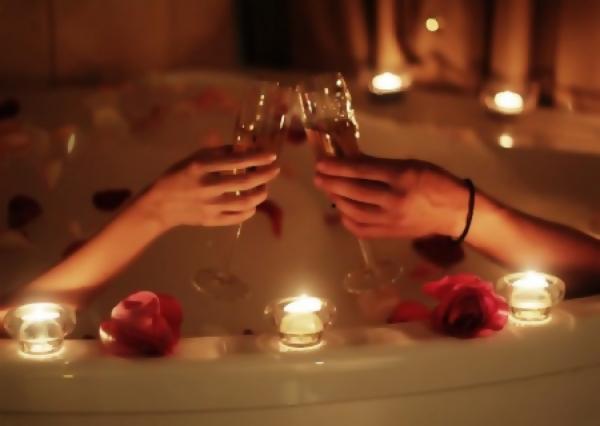 Шампанское и фруктовое ассорти в подарок!